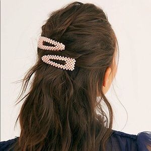 Free People Pretty Beaded Clip Set in Pink